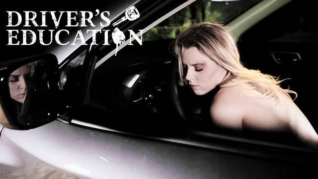 Парень отымел блондинку в машине в разных позах