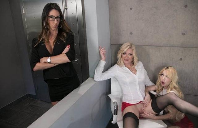 Дочь пришла к маме на работу, чтобы позаниматься сексом