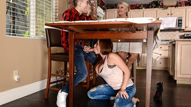 Симпатичный парень чпокает гламурную подругу своей мамочки