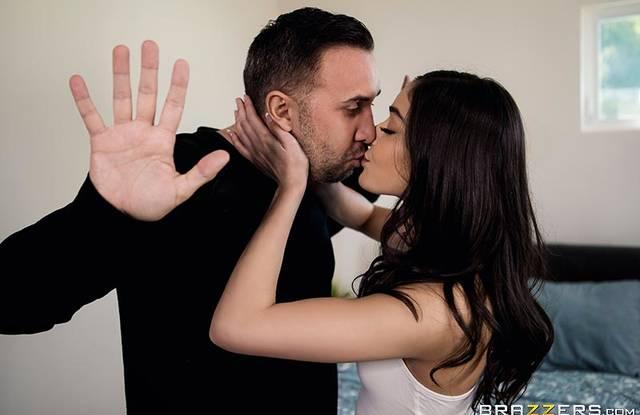 Поцелуй отца и дочери неизбежно закончился шикарным инцестом