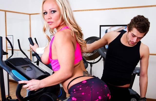Brazzers - Тренер жестко ебет в спортзале сисястую женщину без преза